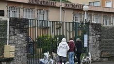 France gun attack: Trèbes holds memorial Mass for victims -  France gun attack: Trèbes holds memorial Mass for victims                                                                                                25 March 2018                                    Image copyright                  AFPImage caption                                      Tributes have been paid to a gendarme who lost his life after swapping places with a hostage                                A memorial Mass is…