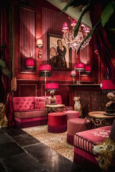 Natural Home Decor Interiores Art Deco, Decoration Baroque, Maximalist Interior, Living Room Decor, Bedroom Decor, Bedroom Themes, Red Rooms, Deco Design, Salon Design