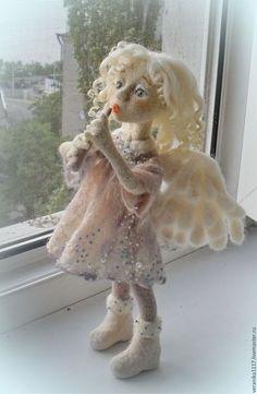 Купить или заказать Кукла из шерсти 'Утренний Ангел' в интернет-магазине на Ярмарке Мастеров. Работа выполнена в техниках сухого и мокрого валяния шерсти. В основе проволочный каркас. Работа продана. Возможно изготовление на заказ 'по мотивам' в любой цветовой гамме.