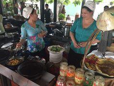 Local tour met de host Tong. Hier werd er typisch Vietnamees eten klaargemaakt.