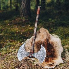 Handmade Viking Axe - Odin + Helm of Awe – VikingStyle Machado Viking, Vikings, Viking Axe, Viking Sword, Viking Designs, Beil, Battle Axe, Medieval Weapons, Fantasy Weapons