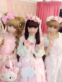 Sweet Lolitas including Misako Aoki