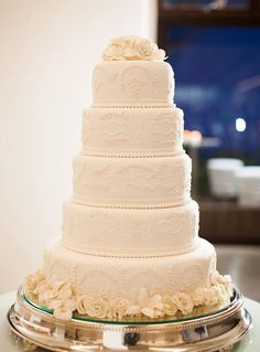 I would remove the top two-tiers from this cake to make it perfect. Pretty Wedding Cakes, Wedding Cake Photos, White Wedding Cakes, Elegant Wedding Cakes, Beautiful Wedding Cakes, Beautiful Cakes, Amazing Cakes, Dream Cake, Wedding Cake Inspiration