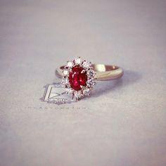 Il dono dell'eleganza, classe senza tempo.  #AgostinoIncastonature 💎 #LuxuryJewellery #StoneSetting #DiamondSetting #Handmade #MadeInItaly