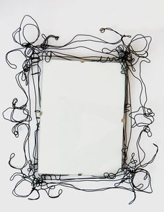 Draht trifft Kunst Draht Bilderrahmen Glass and Chandeliers - Colored Glass Lighting The subtle and Wire Picture Frames, Wire Frame, Wire Crafts, Metal Crafts, Stylo 3d, Art Fil, Chicken Wire, Beads And Wire, Wire Art
