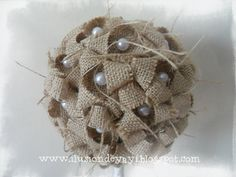 Prim Christmas, Christmas Ornaments, Jute Flowers, Home Crafts, Diy Crafts, Christmas Decorations, Holiday Decor, Diy Projects To Try, Flower Making