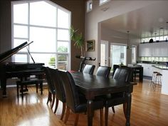 baby grand in dining room. colors of piano match dining table    Google Image Result for http://imagesus.homeaway.com/mda01/72930913-315b-48f0-b8d0-8630850871bd.1.12