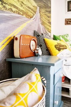 { Det nye BARNEROMMET } Line Photo, Yellow Line, Of Wallpaper, Children's Place, Nye, Sweet Home, Throw Pillows, Deco, Colors