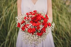 Christmas dinner was a perfect  inspiration for the creation of this wedding editorial. Isn't this wedding bouquet just perfect to fit in it? There remains only to wish you a happy Christmas, may your hart and home be fulfilled with love and warmth. Merry Christmas to everyone!