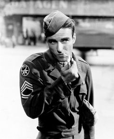 Montgomery Clift in The Big Lift (George Seaton, a film about the Berlin Airlift Montgomery Clift, Hollywood Actor, Classic Hollywood, Old Hollywood, Hollywood Glamour, Hollywood Stars, Divas, Thank You For Smoking, Look Retro