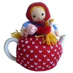 Farmer Margaret Tea Cosy Knitting Pattern by Mahar Drygoods, via Flickr Tea Cosy Knitting Pattern, Baby Knitting Patterns, Baby Patterns, Scarf Patterns, Knitting Tutorials, Finger Knitting, Free Knitting, Teapot Cover, Knitted Tea Cosies