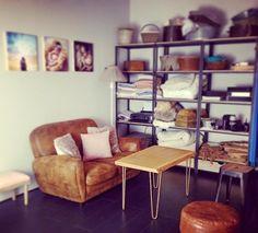 Atelier Ripaton - Hairpin Legs - Une petite table basse avec des pieds en épingle colorés.  Choisissez votre couleur et commandez vos pieds sur mesure sur Ripaton.fr