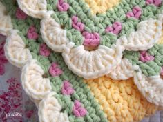 Love this crocheted border.   Follow links to patterns.  All single crochet.