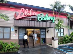 Liliha Bakery Nimitz Now Open! Us Travel, Places To Travel, Places To Visit, Oahu Things To Do, Alaska, Hawaii, Bakery, Neon Signs, Island