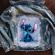 Painted Denim Jacket, Painted Jeans, Painted Clothes, Diy Clothing, Custom Clothes, Denim Art, Denim Ideas, Disney Outfits, Fabric Painting