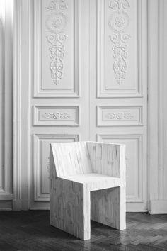 Marble chair. Origin unknown. / Chaise en marbre. Origine inconnu.