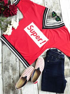 Look confortável usando essa Blusa decote em V é linda é combina com muitas produções do dia a dia. A blusa veio da loja Polonesa Dream liketecido … @sicaramos estilo proprio by sir.. t -shirt mesnagens, t-shirt frases, look casual