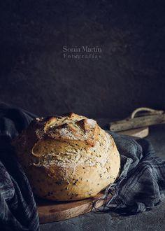 Sesame bread by Sonia Martín Hard Bread, Pain Au Levain, Dark Food Photography, Photography Ideas, Homemade Dinner Rolls, Bread Bun, Artisan Bread, Bread Baking, Bread Food