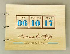 DESCRIPTION ------------------------------- Capturer tous vos moments précieux et tient bien avec notre livre d'or mariage carte de voeux. Un amusement et une journée de mariage créatif doivent avoir, ce livre d'or unique permet à tous vos proches laisser un message intime juste pour