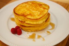 Looking for a delicious brunch recipe? Serve these hoe cakes with some warm butter and syrup! The corn-based recipe is sweet and delicious. Brunch Recipes, Cake Recipes, Breakfast Recipes, Bread Recipes, Corn Pancakes, Breakfast Pancakes, Original Pancake House, Amish White Bread, Hoe Cakes