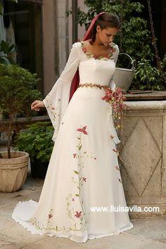 trajes medievales | Este precioso vestido blanco con mangas con capita está pintado a ...