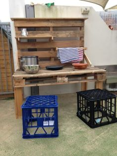 Mud pie pallet kitchen - Only about Children Rhodes campus via Let the children play ≈≈ Outdoor Play Kitchen, Mud Kitchen For Kids, Kids Outdoor Play, Outdoor Play Areas, Eyfs Outdoor Area, Outdoor Learning Spaces, Outdoor Classroom, Outdoor School, Kitchen Images