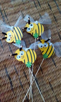 zápich - včelky - křádla z organzy Insect Crafts, Bug Crafts, Camping Crafts, Preschool Crafts, Easy Crafts, Diy And Crafts, Crafts For Kids, Arts And Crafts, Projects For Kids