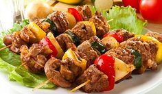 Kebab in the oven Ingredients: Meat (beef or pork) Bow Pepper Salt Hops suneli Preparation: I love the simple barbecue without mayonnaise, Paneer Tikka, Good Healthy Recipes, Vegetarian Recipes, Cooking Recipes, Slow Cooking, Shashlik Recipes, Pollo Tandoori, Tikka Recipe, Indian Food Recipes