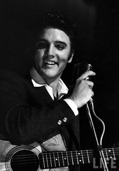 Elvis Presley was born in Tupelo of Mississippi at 1935 the 8th of January. Description from petridi.pbworks.com. I searched for this on bing.com/images