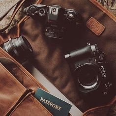 The Leather Prince Street - Antique Cognac - Camera and laptop messenger bag All of your favorites can fit in the ONA camera bag. Brown Aesthetic, Aesthetic Vintage, Aesthetic Coffee, Aesthetic Backgrounds, Aesthetic Wallpapers, Camera Aesthetic, Photowall Ideas, Laptop Messenger Bags, Photography Camera