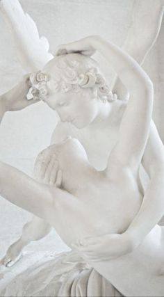 Sculpture of Cupid & Psyche by Antonio Canova Angel Aesthetic, White Aesthetic, Shades Of White, Black And White, Black Swan, Statue Ange, Monochrom, Renaissance Art, Oeuvre D'art
