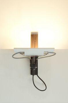 Gino Sarfatti; #269 Wall Light for Arteluce, 1972.