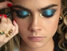 (pic via lisaeldridgemakeup Instagram) Make-up artist to the stars Lisa Eldridge got to play with the stunning Cara Delevingne's face just...