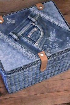 Artisanats Denim, Denim Purse, Jean Crafts, Denim Crafts, Decoupage Suitcase, Blue Jean Quilts, Denim Quilts, Jean Purses, Techniques Couture