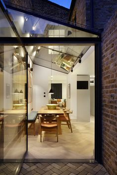 Lambeth Marsh House is a family home renovated by Fraher Architects. Lambeth Marsh House had been left unoccupied for over ten years Architects London, Journal Du Design, Pergola Attached To House, Victorian Terrace, Glass Roof, House Extensions, Patio Roof, Pergola Roof, Pergola Shade