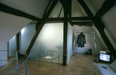 #chambre #salledebains sous les #toitsdeparis #placedesvoges #architectedinterieur #axelkufus #portant #ecartintetnational #chaise #starck
