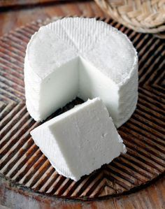 Queso Fresco is a creamy, soft, mild white cheese. Here the team from Serious Eats show you how to make your own Queso Fresco. cheese How to Make Queso Fresco, the World's Easiest Cheese Easy Cheese, How To Make Cheese, Food To Make, Making Cheese, Fresh Cheese Recipe, Homemade Cheese, Homemade Recipe, Homemade Cottage Cheese, Cottage Cheese Recipes