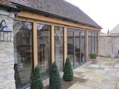 Tutorial Most Beloved Oak framed home extension by Shires Oak Buildings Cottage Extension, House Extension Design, Extension Designs, Glass Extension, Extension Ideas, Kitchen Extension Oak, Barn Conversion Exterior, Barn House Conversion, Garden Room Extensions