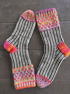 Detailed sock cuffs Wooly Jumper, Cozy Socks, Knitting Socks, Knit Socks, How To Purl Knit, Fashion Socks, Sock Shoes, Knit Crochet, Knitting Patterns
