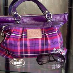 Poppy Coach Bag - usually not the biggest fan of plaid, but this is pretty dern cute! Coach Outlet Store, Coach Bags Outlet, Cheap Coach Bags, Coach Handbags, Coach Purses, Purses And Handbags, Coach Tote, Discount Coach Bags, Gift Boxes Wholesale