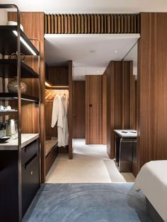 Kerry Hotel, Hong Kong, Photography courtesy of André Fu. Hotel Lobby Design, Interior Design Magazine, Hotel Minibar, Design Boutique, Design Commercial, Design Living Room, Design Bedroom, Hotel Interiors, Closet Bedroom