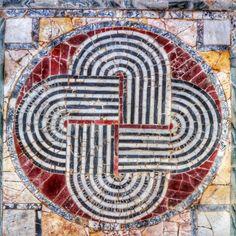 #Ostia nodo di Salomone, pavimento in opus sectile dalla domus del Ninfeo (Regio IV) Mosaic, Alchemy, Ancient Art, Mosaics, Tile Mosaics