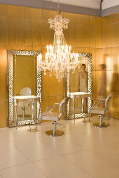 Chandelier for makeup studio inspiration salon, salon ideas, beaux salons, salon stations,