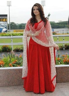 Red hot Ash is a yummy mummy http://ndtv.in/RQNVKq