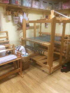 vavglad.blogg.se - Handarbetsnörd som blir glad bl.a. av att väva, knyppla, sticka och spinna ull.