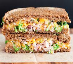 Sándwich de pollo y brócoli