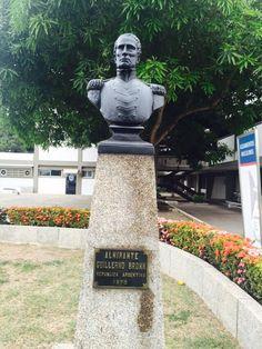 Busto al Almirante Guillermo Brown. República de Argentina. 1970. En la Escuela Naval Almirante Padilla (ENAP) de la Armada Nacional de Colombia.