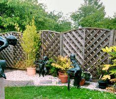 Outdoor screening area | Contemporary gardens | Oxford Garden Design