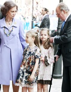 onemoreblogaboutroyals:  Queen Sofia and King Juan Carlos with their granddaughters, Infanta Sofia and Infanta Leonor, April 20, 2014