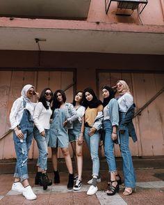 Street Hijab Fashion, Muslim Fashion, Denim Fashion, Grunge Fashion, Girl Fashion, Fashion Outfits, Casual Hijab Outfit, Ootd Hijab, Retro Outfits